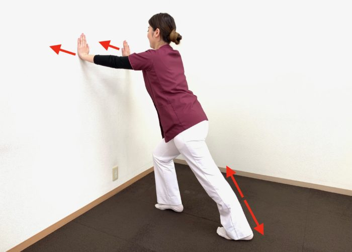 ふくらはぎのストレッチをすることによって足底筋膜が緩みます。