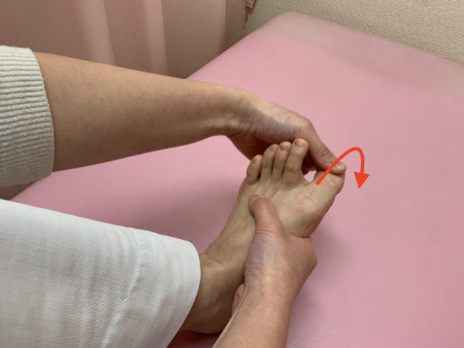 モートン病のマッサージ方法2
